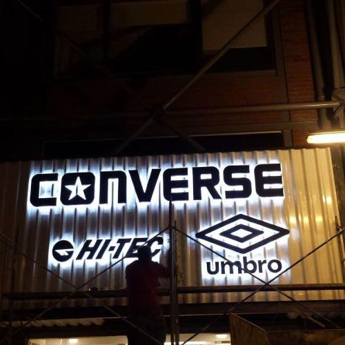 letreros-luminosos-en-lima-converse