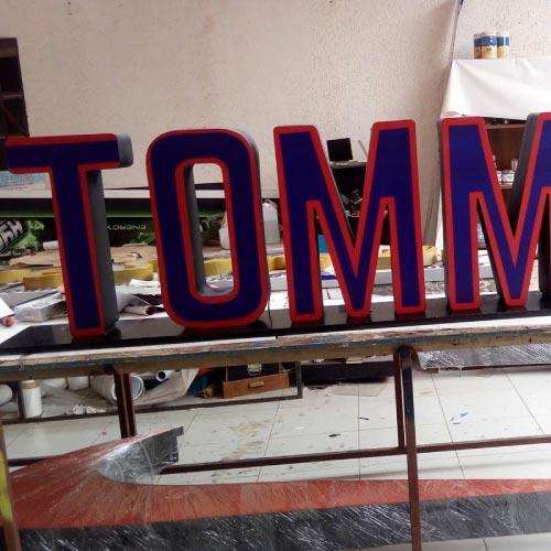 letreros-luminosos-tommy